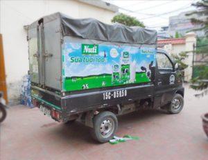 Dán decal 3m quảng cáo lên xe tải