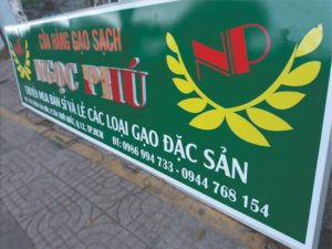In pp dán lên bảng hiệu